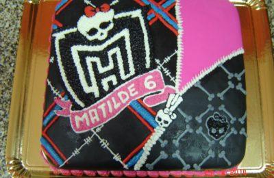 Bolo com o tema Monster High