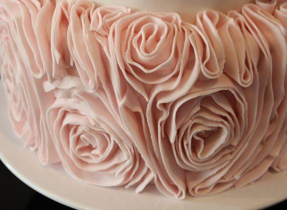 Bolo Borboleta e Rosas